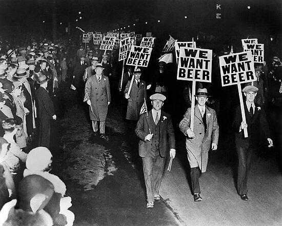 Wir wollen Bier! Prohibition Protest, 1931. Vintage Foto von historyphoto