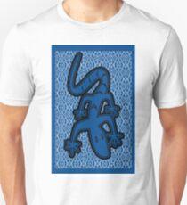 LIZARD ON GLASS | MINIMALIST POP ART IN MID BLUE  Unisex T-Shirt