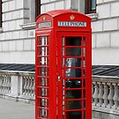London phone box by daveashwin