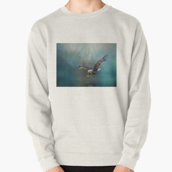Eagle swooping for fish Pullover Sweatshirt