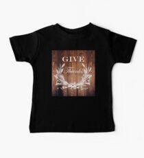 westliches land barnwood weizenstrauß kranz geben dank Baby T-Shirt