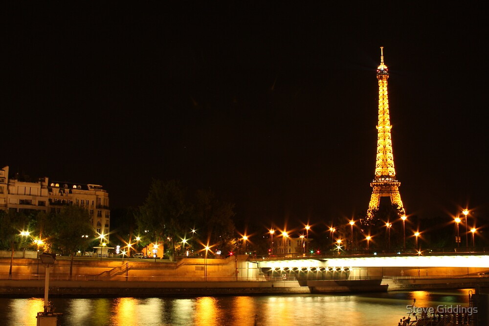 Eiffel Tower by Steve Giddings