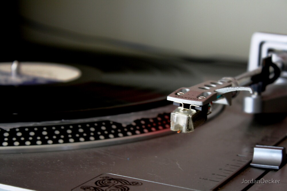 Heavy grip on the turntable by JordanDecker