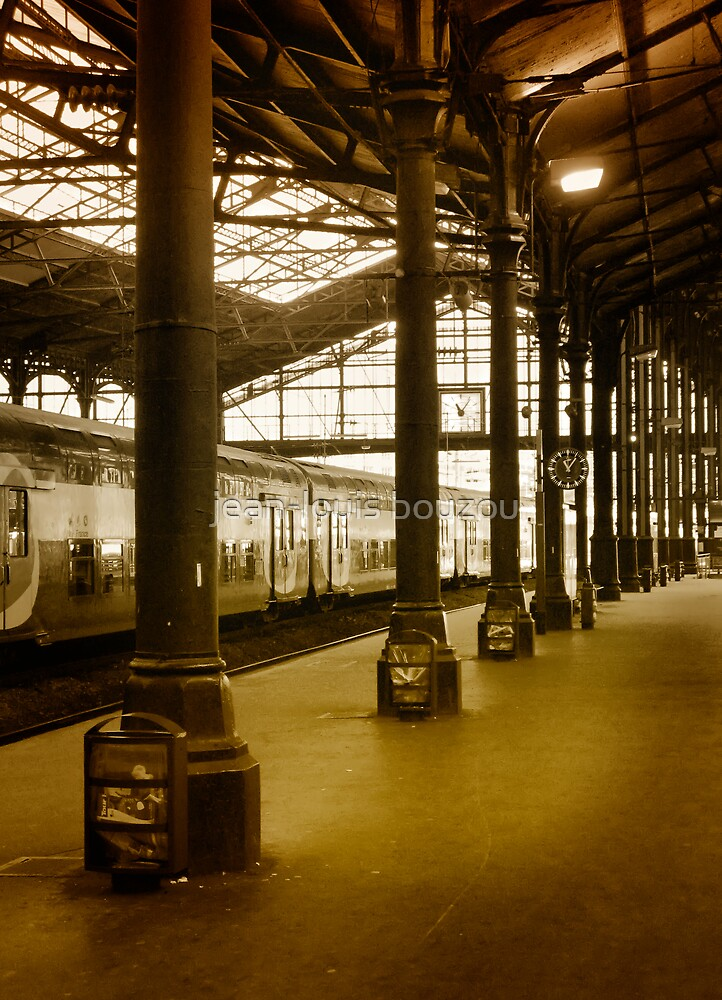 Paris - Saint-Lazare Train Station by jean-louis bouzou