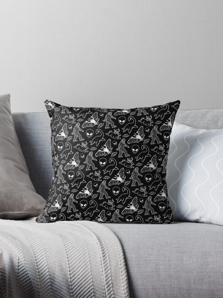 Cryptid-Muster (schwarzer Hintergrund) von Diane LeonardArt