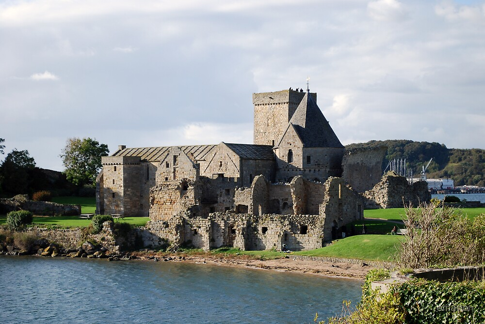 Inchcolm Abbey by emanon