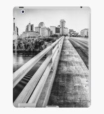 Straße nach Nashville in Schwarz und Weiß iPad-Hülle & Klebefolie