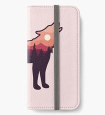 Wolf Howling in the Wilderness iPhone Wallet/Case/Skin