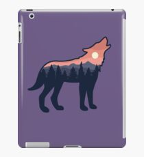 Wolf Howling in the Wilderness iPad Case/Skin