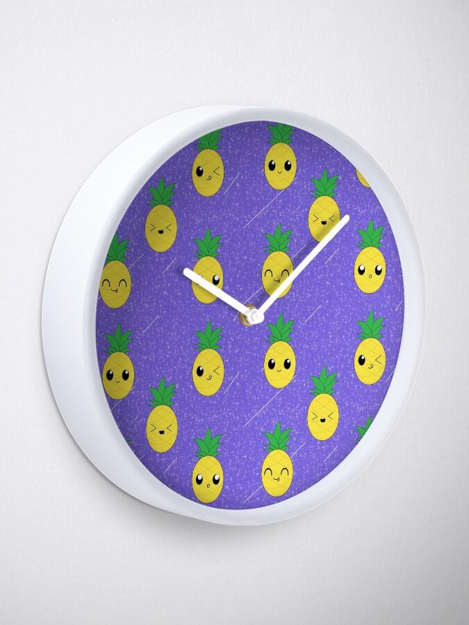 Alternative Ansicht von Ananas-Galaxie-Muster Uhr