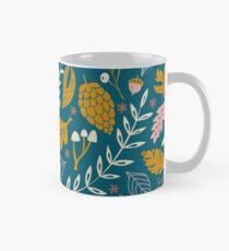 Herbstlaub in Gold + Blau Tasse