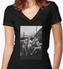 die Mädchen Tailliertes T-Shirt mit V-Ausschnitt