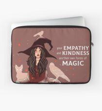 """""""Ihre Empathie und Freundlichkeit sind ihre eigenen Formen der Magie"""" Hexe Laptoptasche"""