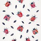 Glückliche Marienkäfer und schwarze Blätter von Cat Coquillette
