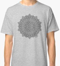 Camiseta clásica Mandala negro detallado