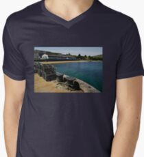 Islay: Bunnahabhain Distillery Men's V-Neck T-Shirt