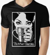 Dein Tee, Schatz..... T-Shirt mit V-Ausschnitt für Männer