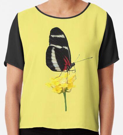 zauberhafter Schmetterling auf einer gelben Blume, Insekt, Natur Chiffontop für Frauen