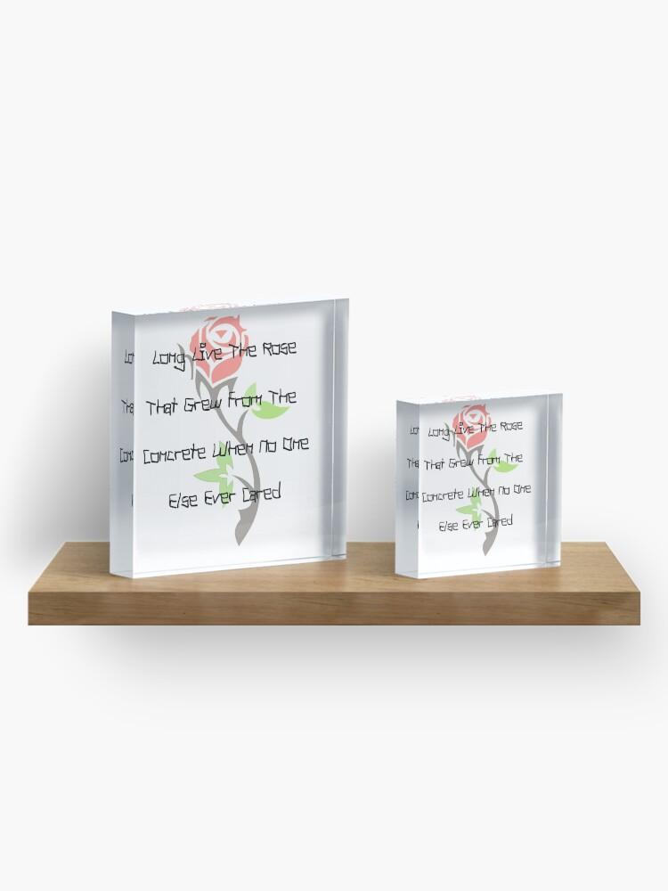 Vista alternativa de Bloque acrílico Larga vida a la rosa que surgió del hormigón cuando a nadie más le importaba