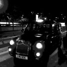 Black and white London taxi by Richmondie