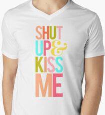 Shut Up & Kiss Me T-Shirt mit V-Ausschnitt für Männer