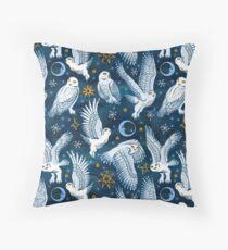 Snow owl Throw Pillow
