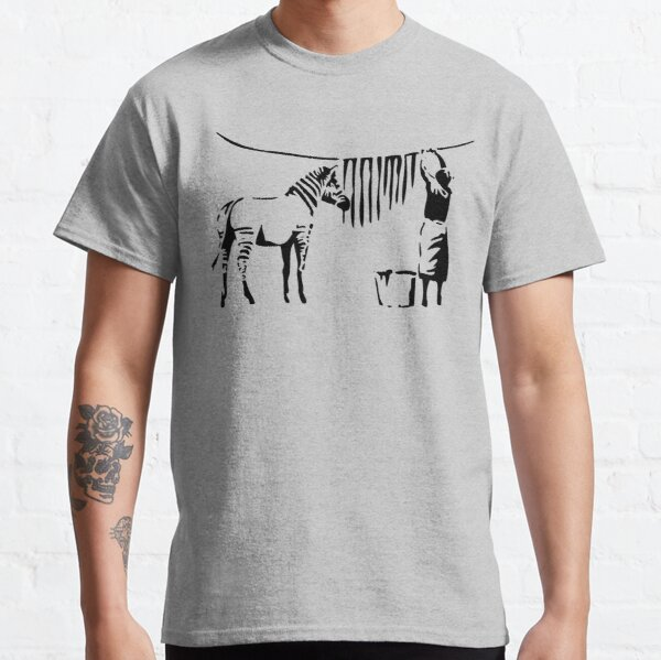 Banksy, A Woman Washing Zebra Stripes Reproduction d'œuvres d'art, Affiches, T-shirts, Impressions T-shirt classique