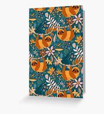 Glückliches Boho-Faultier mit Blumen Grußkarte