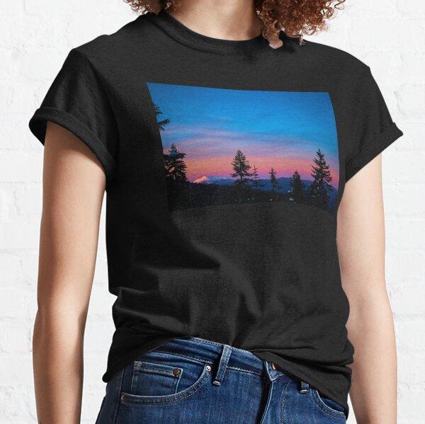 Diamond Peak, Oregon Winter Sunset Classic T-Shirt