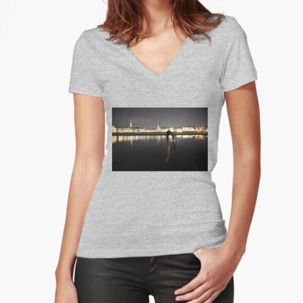 Locked in Hamburg / Locked to Hamburg Tailliertes T-Shirt mit V-Ausschnitt