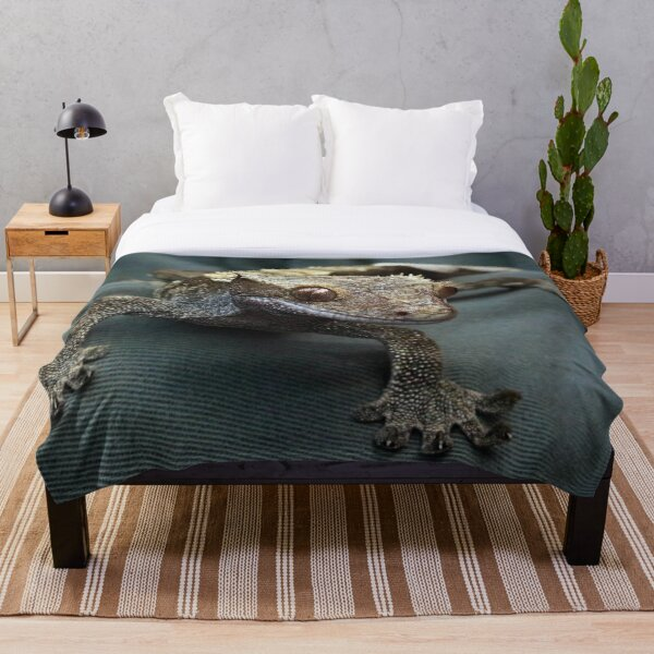 Crested gecko Throw Blanket