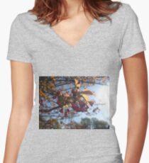 Macro Women's Fitted V-Neck T-Shirt