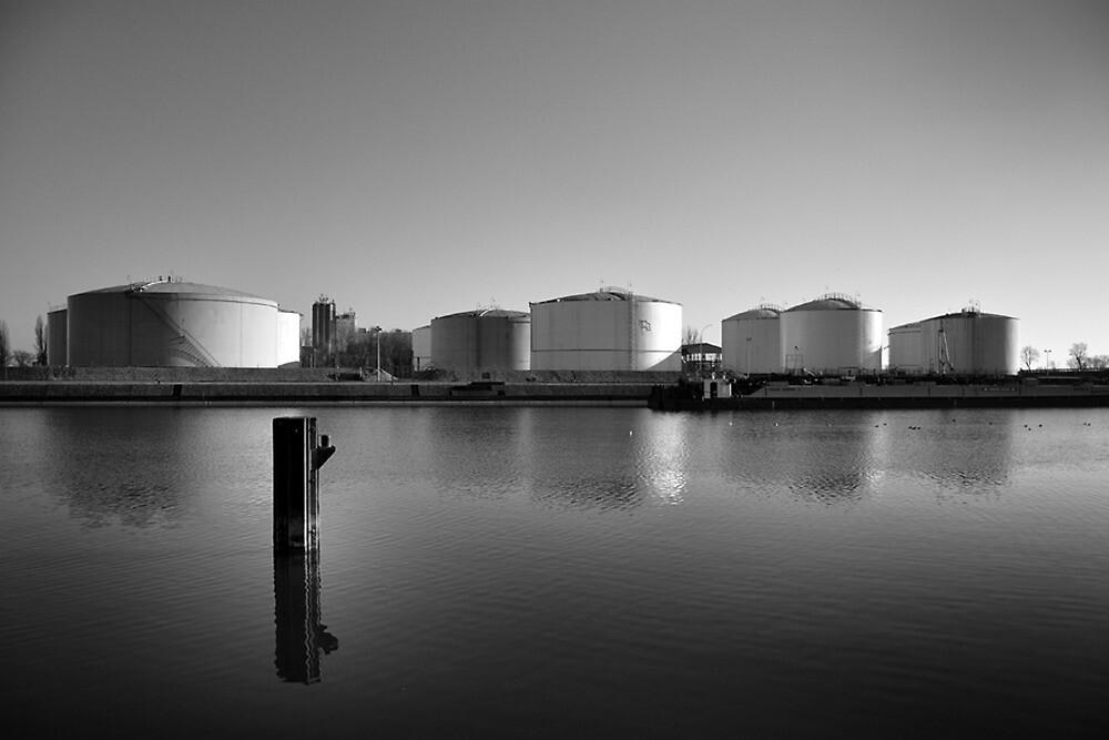 Petrol tank  by geyce