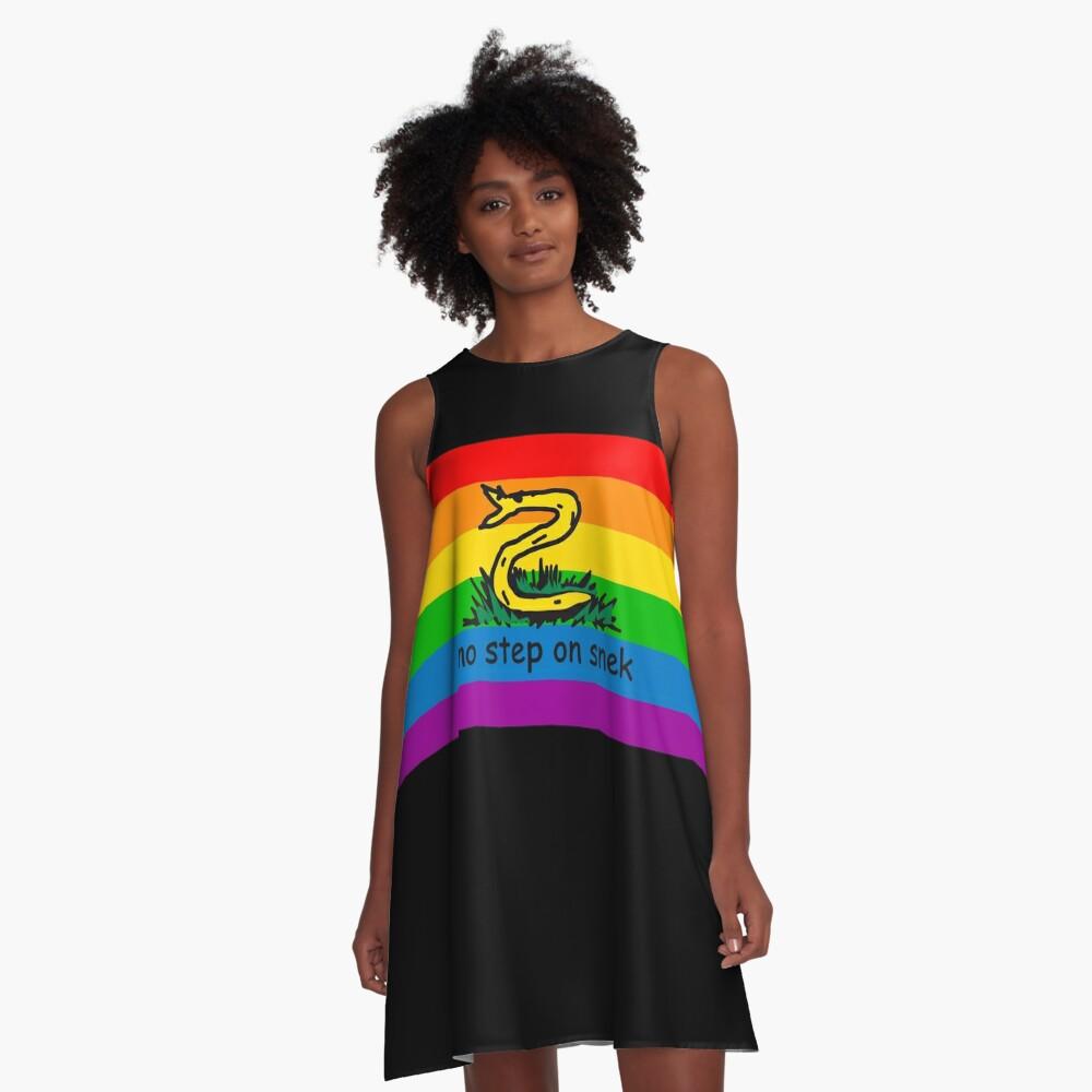 No hay paso en Snek MAGA amarillo y arco iris LGBTQ bandera Orgullo Snek moderno helicóptero con bandera Paseo No pise sobre mí ANCAP Libertario Kekistan serpiente divertida Gadsden Parodia de bandera HD ALTA CALIDAD TIENDA ONLINE Vestido acampanado