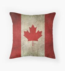 Alte und abgenutzte beunruhigte Vintage Flagge von Kanada Kissen