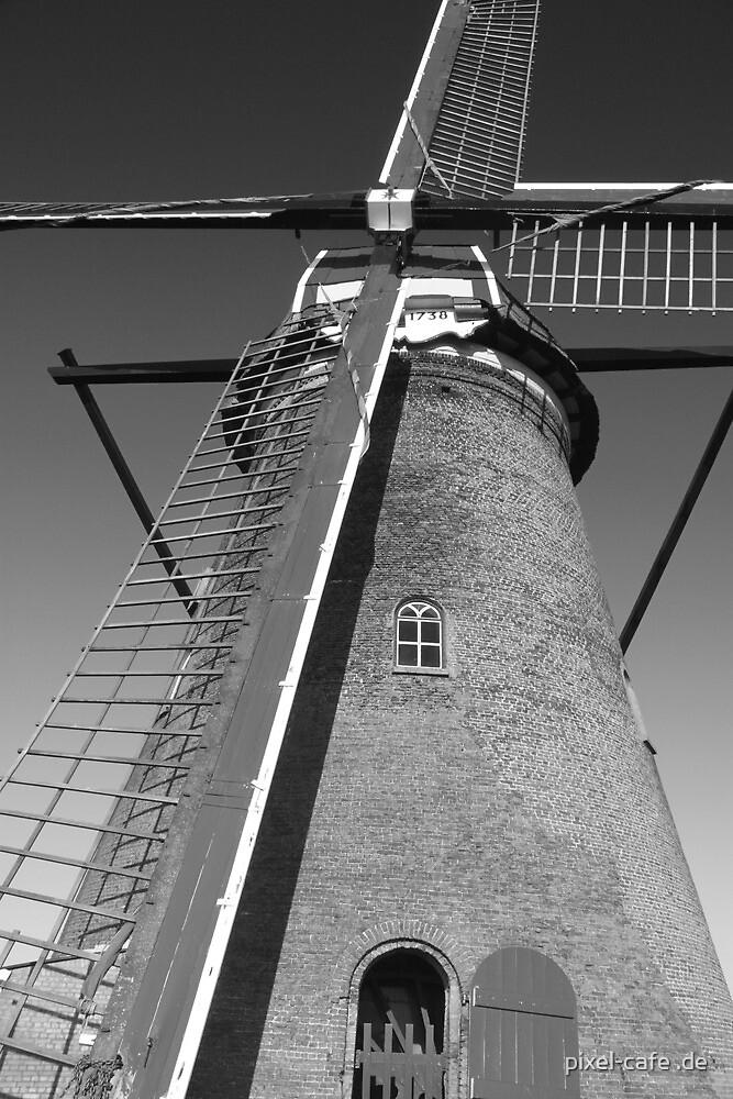 Mill in Kinderdijk near Rotterdam, NL b/w by pixel-cafe .de