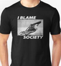 Ich beschuldige die Gesellschaft Slim Fit T-Shirt