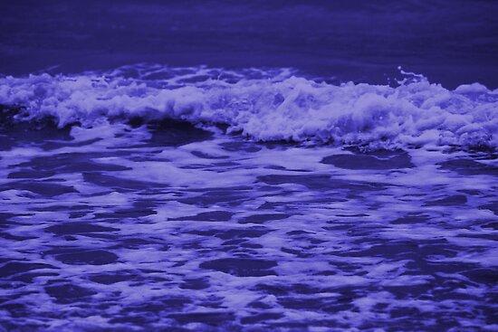 Deep blue sea by chihuahuashower
