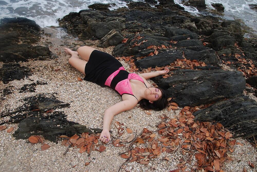 Katisha::  Beauty on the Beach by junjari