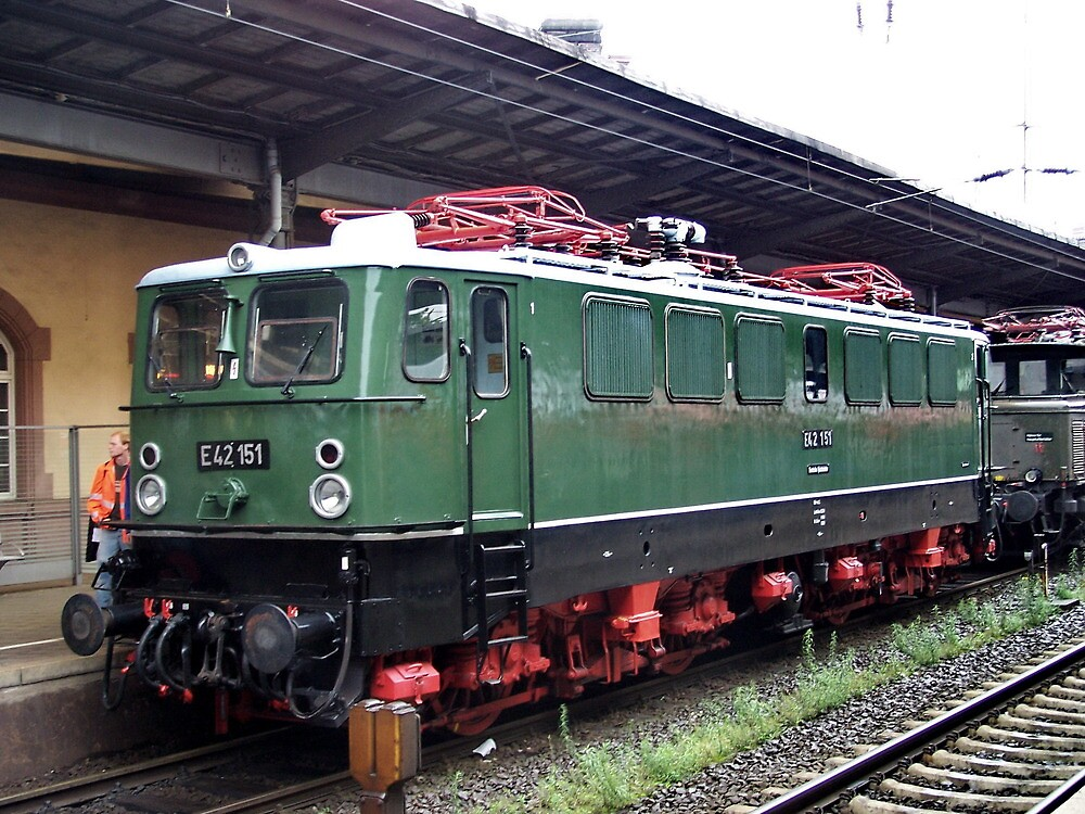 The railroad engine of the class E 42 by trainmaniac