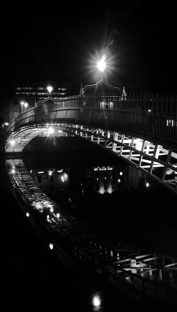 Ha'penny Bridge b&w by Alan Wright