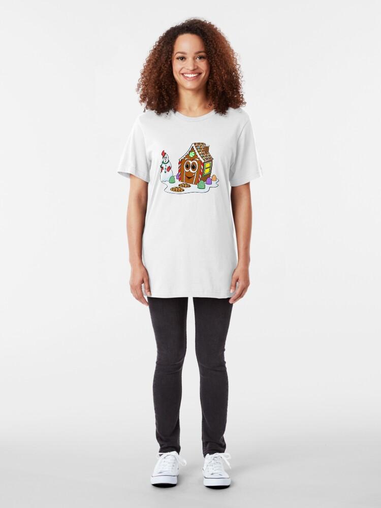 Vista alternativa de Camiseta ajustada Gingerbread House Snowman Cartoon