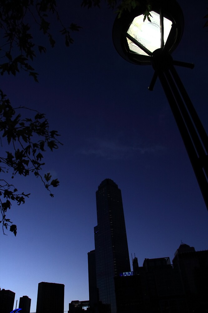 Melbourne Street Light at Dusk by aaronkenn