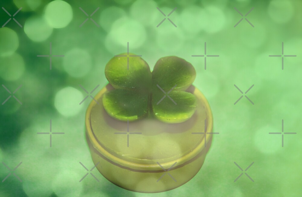 Green Clover by Denise Abé