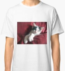 Katze in Rot Classic T-Shirt