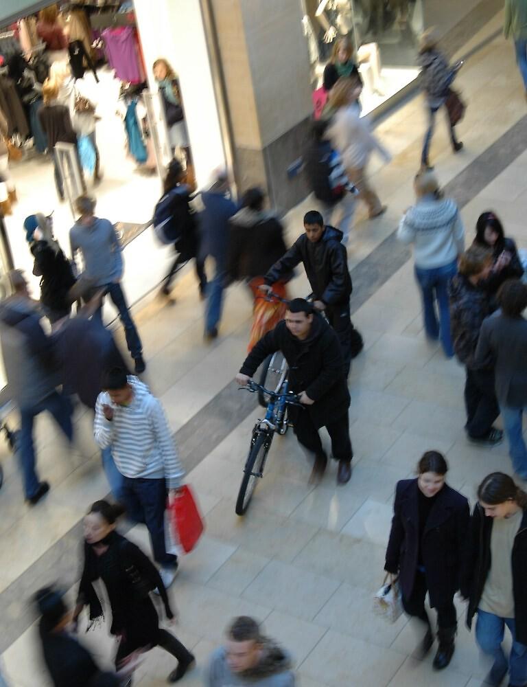 mall crowd by alexmedia