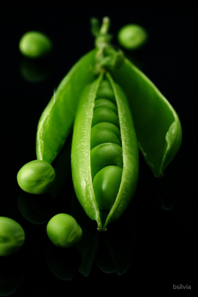 Green peas by bsilvia