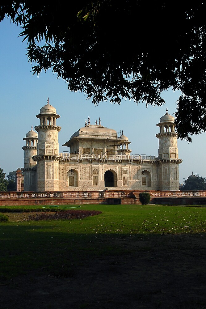 Itimad-ud-Daulah's Tomb by RajeevKashyap