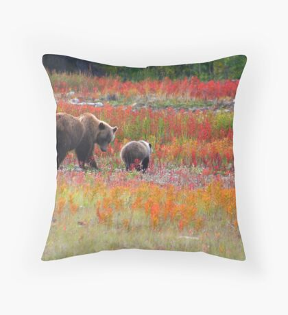 Grizzly family Throw Pillow