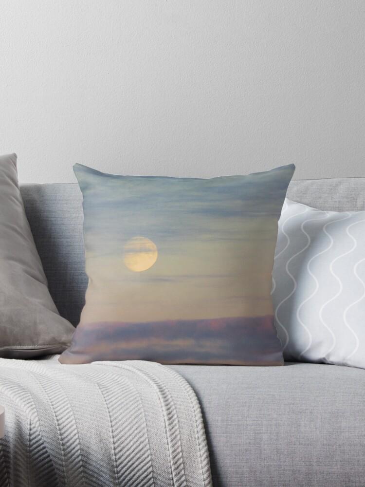 Twilight moon by chihuahuashower